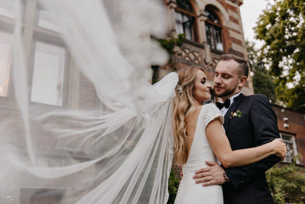 wesele w ogrodzie pałacowym Pałac żeleńskich w Grodkowicach